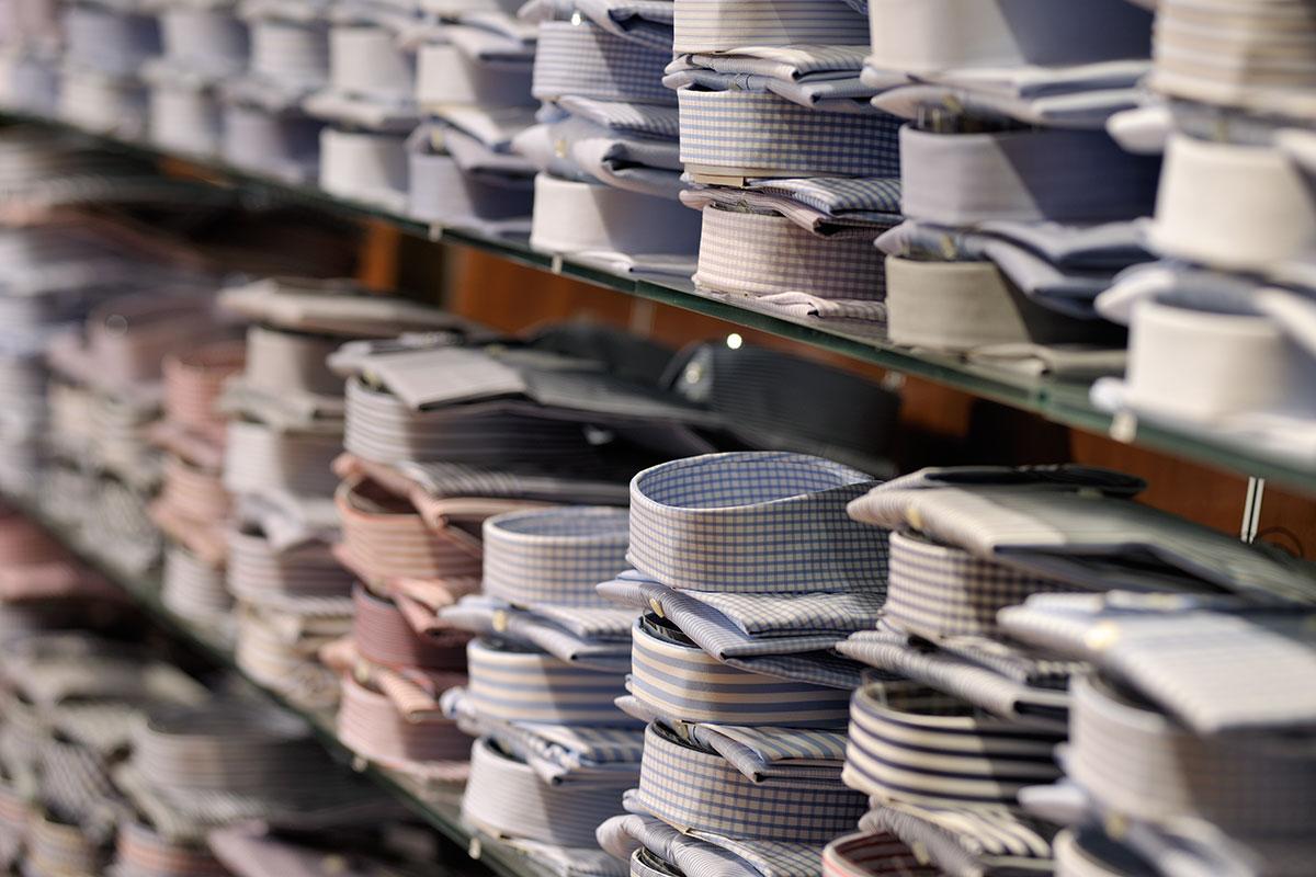Hemden für Herren im Modehaus Nessensohn